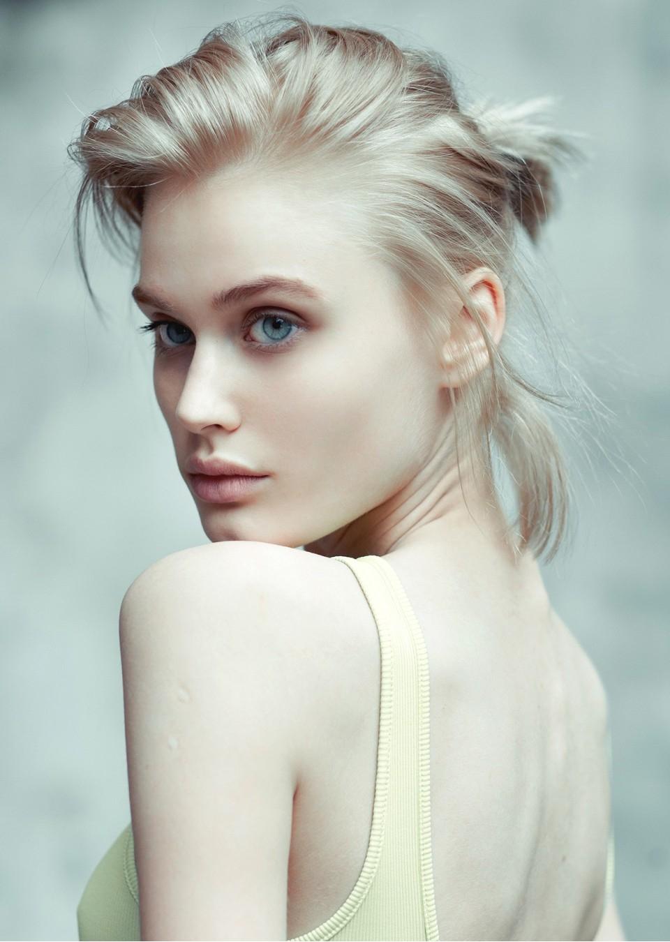 Nicole Gregorczuk Nude Photos 16